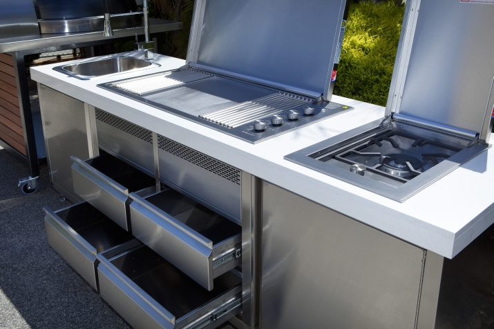 Outdoor kitchens the benefits what to consider the for Outdoor kitchen australia